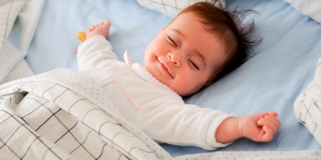 6 Tips Agar Bayi Tidak Rewel Saat Tidur