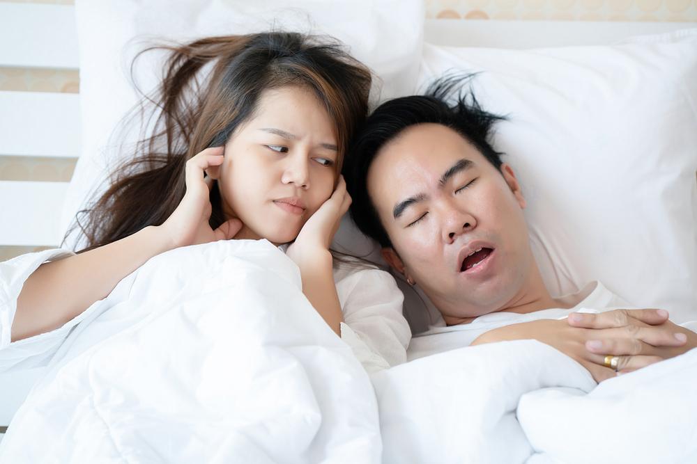 Tak Perlu Pakai Masker Khusus, 5 Cara Ini Bisa Atasi Tidur Ngorok (Sleep Apnea) Secara Alami