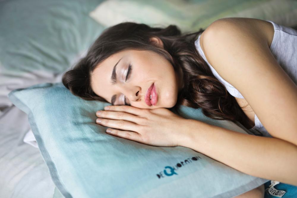 2 Posisi Tidur yang Aman dan Nyaman Bagi Anda yang Punya Sakit Leher