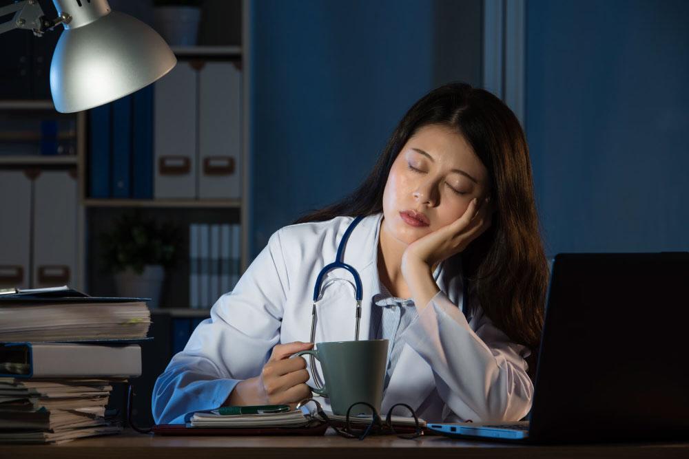 Mengatasi Gangguan Tidur Akibat Kebagian Shift Kerja di Malam Hari